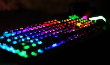 炫!血手幽灵RGB彩漫光轴机械键盘上手